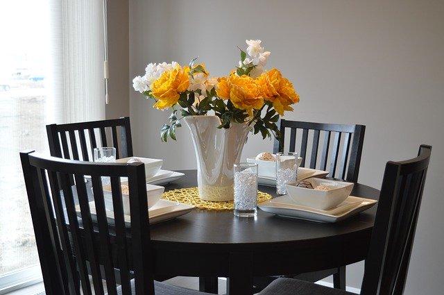 โต๊ะอาหาร เพิ่มความคลาสสิค ให้ห้องครัว