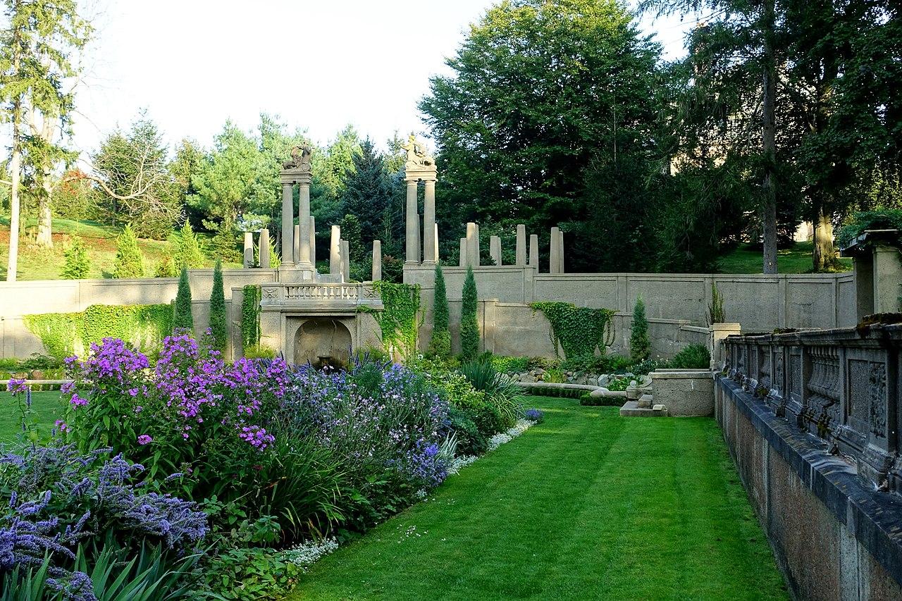 สวนสไตล์อิตาลี ไม่ใช่แค่เรื่องของเรขาคณิต และเฟอร์นิเจอร์