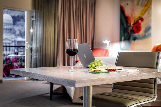 โต๊ะอาหาร ที่มีฟังก์ชั่นเยอะเหมาะกับคอนโค ที่มีพื้นที่จำกัด