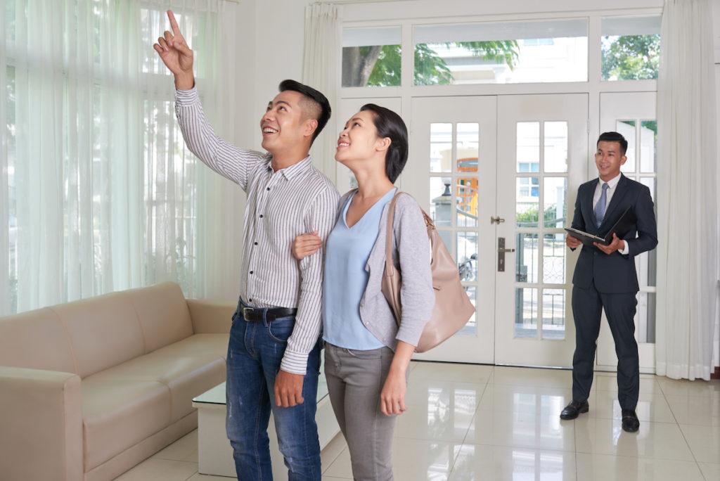 ตรวจรับบ้านก่อนรับมอบ จะต้องมีเจ้าหน้าที่เข้าไปตรวจสอบร่วมด้วย และรับทราบข้อบกพร่องต่างๆ