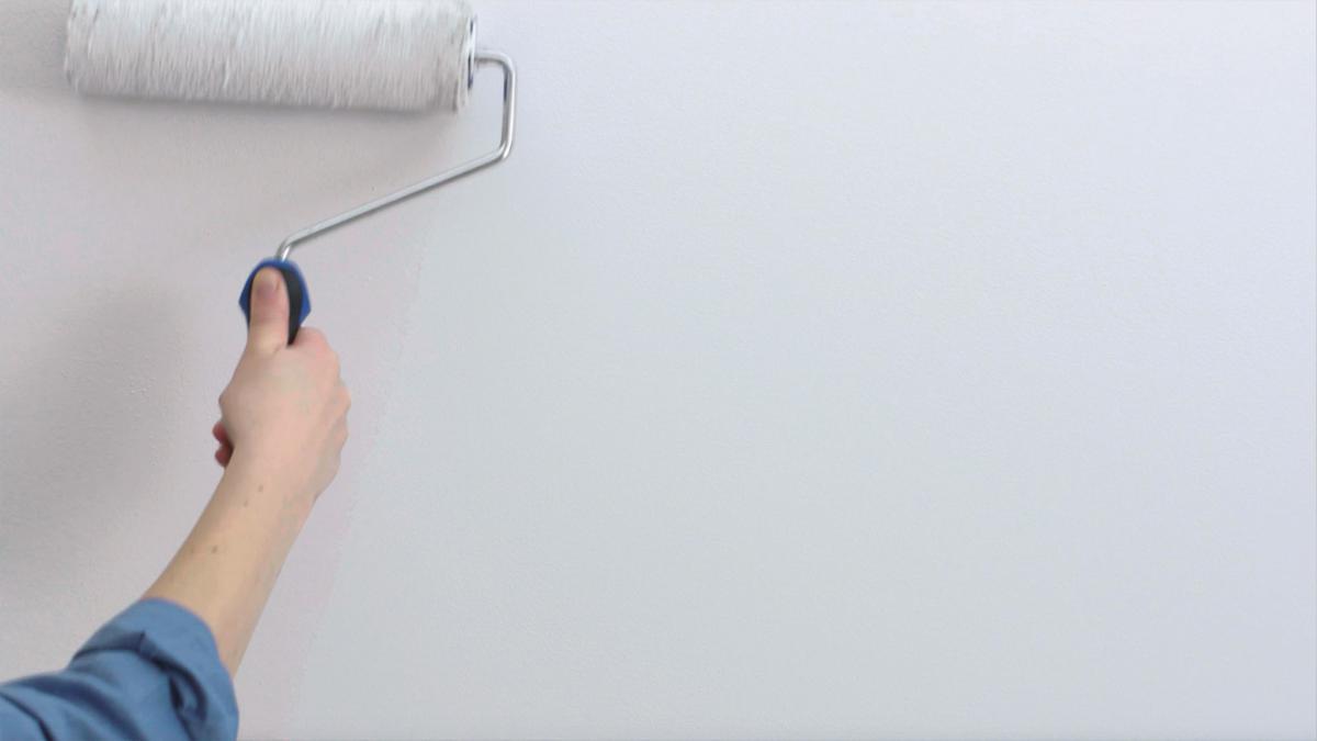 สีสำหรับทาผนัง ที่ใช้สำหรับการปรับห้องเล็กๆ ให้ดูกว้างใหญ่ขึ้น