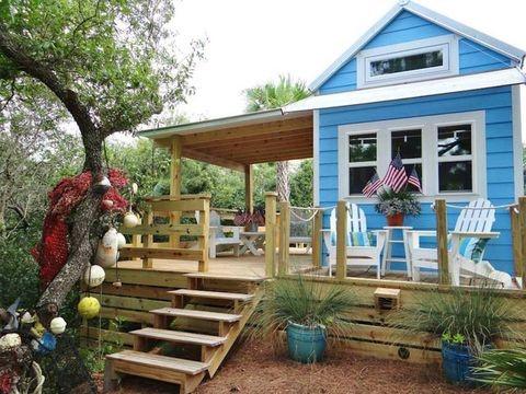 บ้านตากอากาศหลังเล็กสีฟ้าสวยดูทันสมัย
