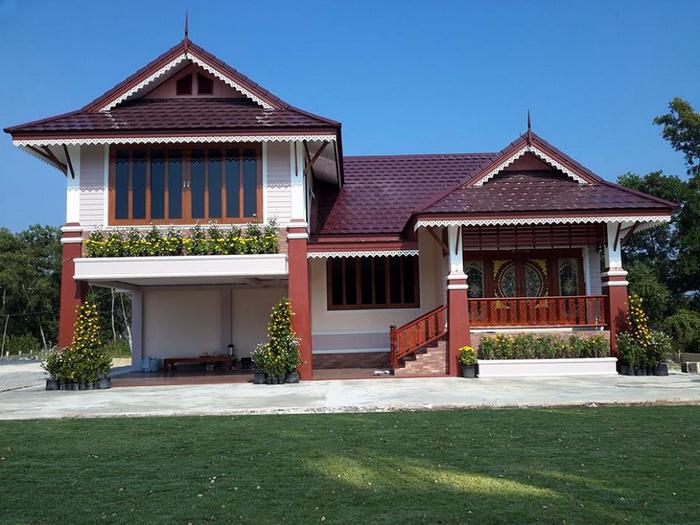 การสร้างบ้านแบบทรงไทยสุดอลังการ ถือว่าเป็นบ้านทรงไทยที่มีความสวยงามและดูหรูหรามากที่สุดเลยก็ว่าได้