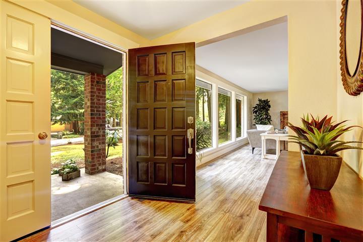 ประตูบ้านตามหลักฮวงจุ้ยที่ดี มองออกตัวบ้านโปร่งโล่ง