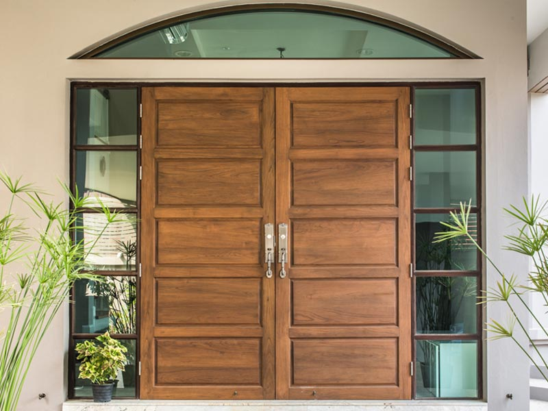 ประตูไม้จริง